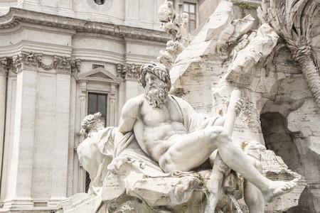 Detail des Brunnens der vier Flüsse (Fontana dei Quattro Fiumi) auf der Piazza Navona, Rom, Italien. Werke von Gian Lorenzo Bernini. Standard-Bild