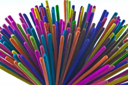 incienso: Incienso multicolores para el templo Foto de archivo