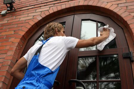 house cleaner: professional window cleaner
