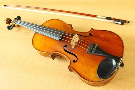 fiddlestick: con un antiguo viol�n fiddlestick