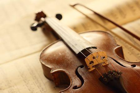 fiddlestick: viol�n antiguo con arco de viol�n