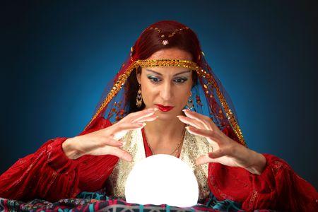 gitana: adivina con brillante bola de cristal