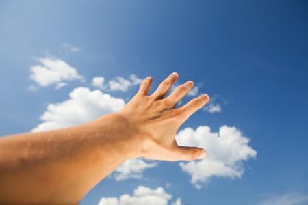 mano touch: mano toccare il cielo  Archivio Fotografico