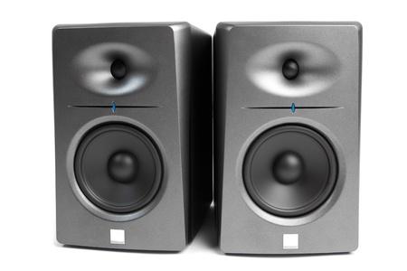 stereo: Moniteurs de studio audio - les haut-parleurs haut de gamme, isol� sur blanc