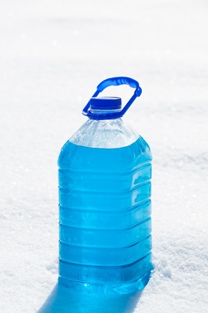 antifreeze: can with non-freezing cleaning liquid