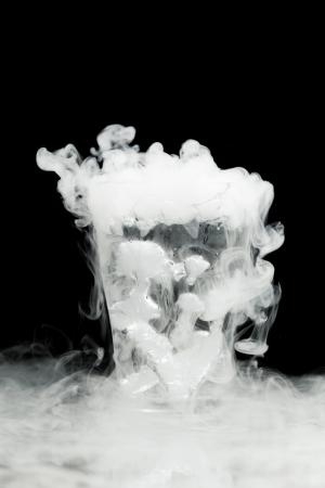 Bicchiere di acqua con ghiaccio acqueo Archivio Fotografico - 23558981