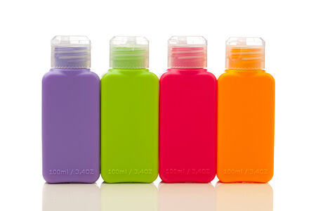 moltitudine: moltitudine di bottiglie di plastica di colore Archivio Fotografico