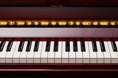 bois �b�ne: �b�ne et d'ivoire touches de piano, rouge Banque d'images