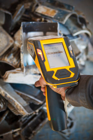 analyzer: handheld XRF analyzer spectrometer for scrap metal in action