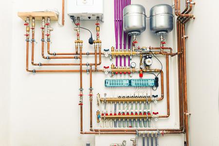 bomba de agua: sistema de calefacción independiente en la casa de caldera