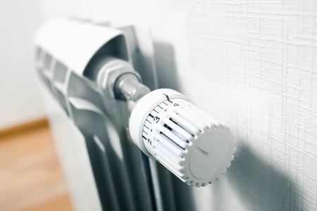 Manopola della temperatura di radiatori Archivio Fotografico - 37777189
