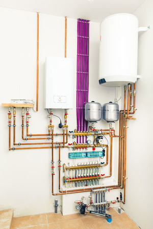 bomba de agua: sistema de calefacción independiente con caldera