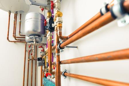 Cobre tuberías de ingeniería en sala de calderas Foto de archivo - 37777057