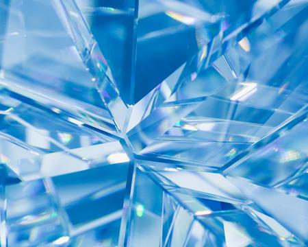 abstracte blauwe achtergrond van het kristal straalbrekingen