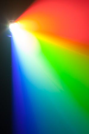 ray tracing: rgb spectrum light of projector