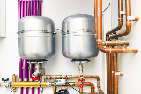 cobre: tanques de expansión en sala de calderas