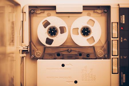 grabadora: Vintage cinta de audio casete, tono sepia