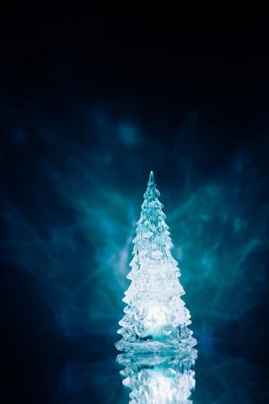 foto de archivo lmpara de luz azul rbol de navidad con la reflexin