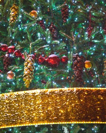 moños navideños: decoraciones para árboles de Navidad con adornos y cintas