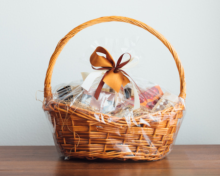 gift basket on grey background Standard-Bild