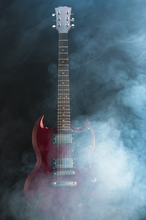 electric guitar in dense smoke Standard-Bild - 103176284