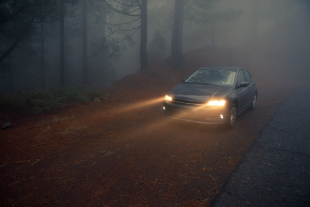 car headlight beams in dense mist 版權商用圖片 - 120718941