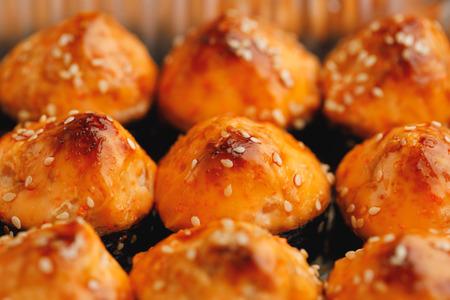 baked sushi rolls, close-up view Фото со стока - 121846105