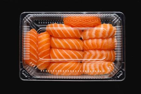 sashimi sushi set in a plastic box container Фото со стока - 121849445