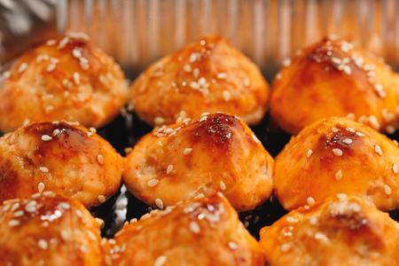 baked sushi rolls, close-up view Фото со стока - 123075466