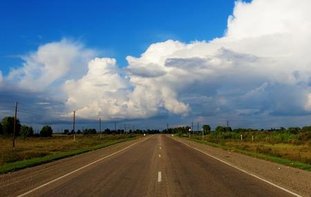 gathers: L'estate tuono-tempesta sopra le arricciature autostradali