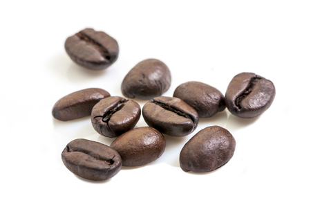 coffee beans close-up on white background 版權商用圖片