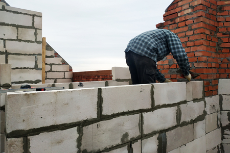 With the help of a glutinous solution, the worker builds a wall of gas blocks 2018