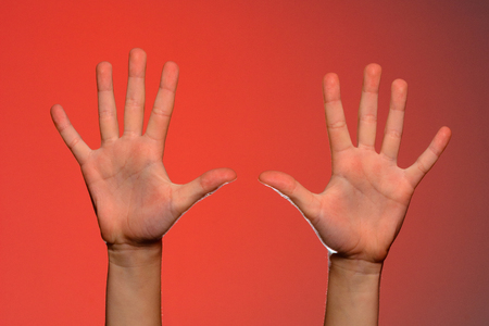 The human hand shows five fingers, which symbolizes affection. Isolated on a red background 2019 写真素材 - 120976146