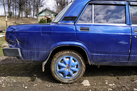 Car of the russian manufacture after a crash with dents scratches and defects of the body part 2020 版權商用圖片 - 124967180