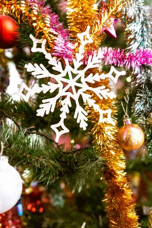 Closeup of Christmas tree decorations with beautiful decorations. 2019 Standard-Bild