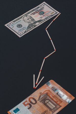 The match arrow shows the euro against the dollar. 2019