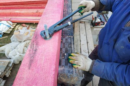 Closeup of wooden beams in construction of roof truss system.2020 Foto de archivo