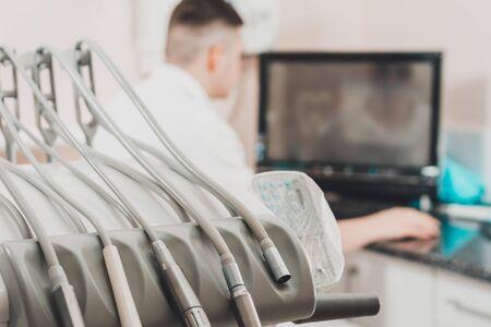 Dental composite restoration and treatment planning for caries.2020 Foto de archivo