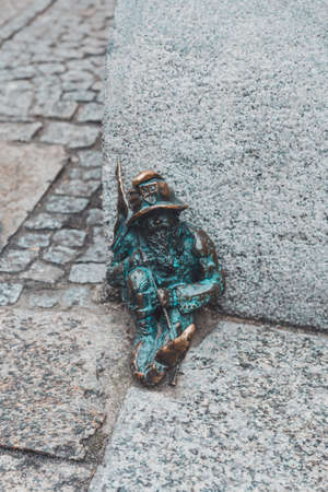 Wroclaw, Poland January 30, 2020: Dwarves in the center of the old city of Wroclaw.2020 新聞圖片