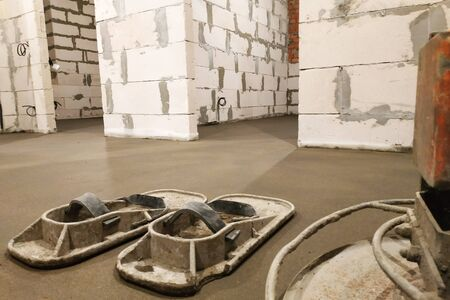 Sand-cement screed in a house with underfloor heating.2020
