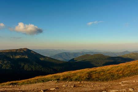 Tourist trails, Ukrainian Carpathians, picturesque landscapes, tourists on the trails of the Montenegrin ridge. 2020 Archivio Fotografico