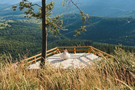 A couple of brides in the picturesque Carpathians, a mountain range of the Ukrainian Carpathians. 2020 免版税图像