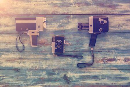 videocassette: Vídeo y cámara de fotos sobre un fondo azul de la vendimia vieja azul. Fotografiado en estilo retro