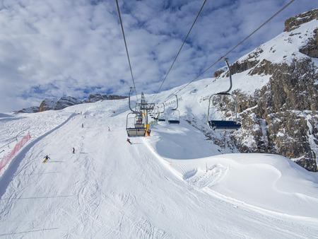 fassa: Skiing on the dolomites