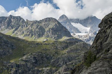 monti: Rifugio tra i monti