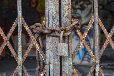 Locked shutter Standard-Bild
