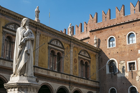 dante alighieri: Veronas statue Editorial