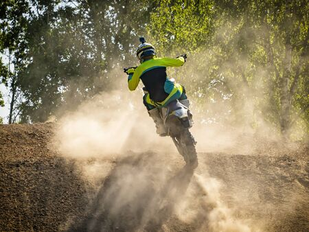 Motocross-Szene auf einem Trail