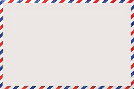 古いポストストライプの封筒、コピースペースと背景。ヴィンテージパターンを剥ぎ取ったホワイトメールレター。空の空白。