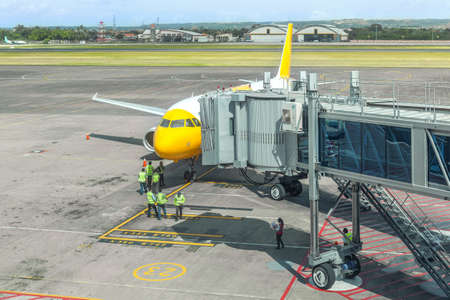 Preparation of a passenger aircraft by ground services at the airport. Disembarkation of passengers through teletrap.